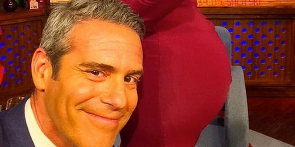 Kim Kardashian Izinkan Bokongnya Jadi Background untuk Selfie