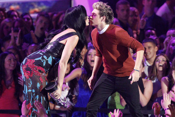 Ditaksir Niall Horan, Katy Perry Ngaku Hamil Anak John Mayer