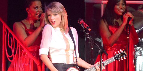 'Shake It Off', Ungkapan Jati Diri Taylor Swift Yang Sebenarnya?