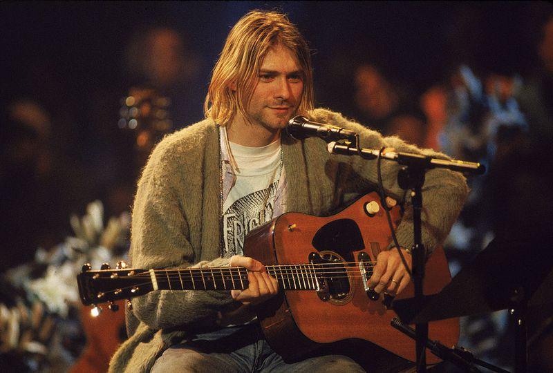 Cardigan Kurt Cobain Bakal Dilelang