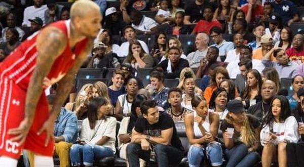 Bertemu Chris Brown Lagi, Rihanna Jual Mahal
