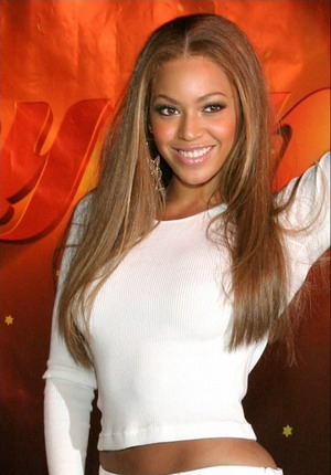 Pose Seksi Beyonce di Madame Tussauds London