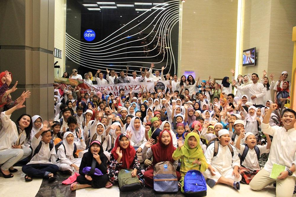 Hotel Dafam Teraskita Jakarta Buka Bersama 1000 Anak Yatim Piatu di Canting Restaurant