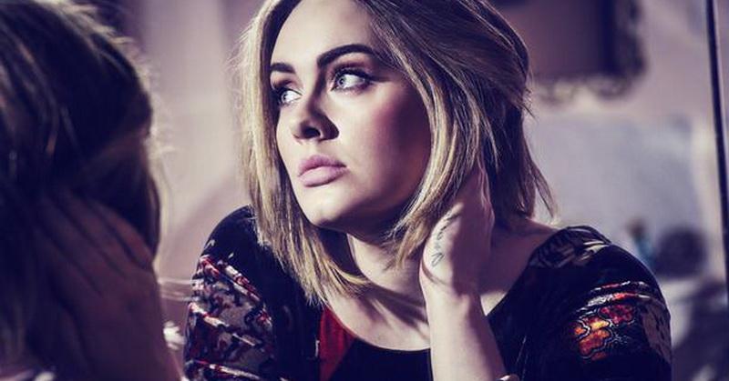 Adele Marahi Seorang Penggemar saat Konser