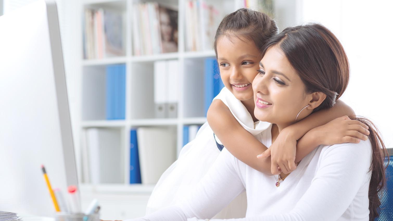 Ibu Bekerja di Kantor Tetap Bisa Mengurus dan Mendidik Anak