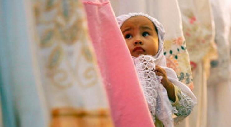 Kiat Ajarkan Anak Shalat pada Momen Ramadhan