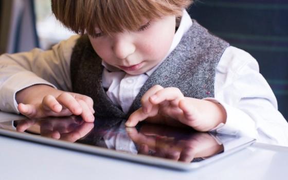 Anak Dua Tahun ke Bawah Dilarang Main Gadget