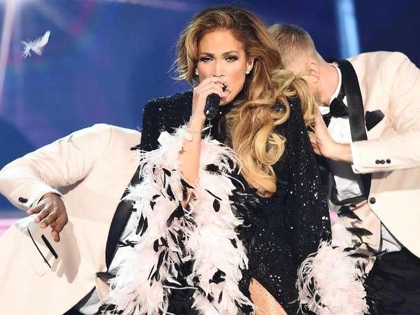 Jennifer Lopez Masuk Jajaran Selebriti Berbusana Terbaik Grammys
