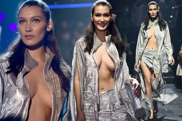 Lagi, Payudara Bella Hadid Menyembul saat Fashion Show