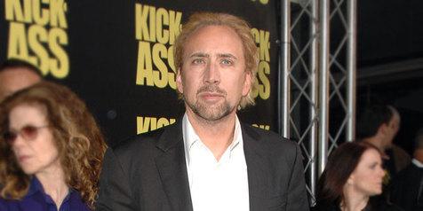 Cerai Dari Alice Kim, Nicolas Cage Ketahuan Cium Wanita Berkimono
