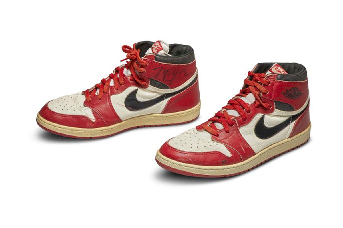 Sneakers Michael Jordan Terjual Pecahkan Rekor