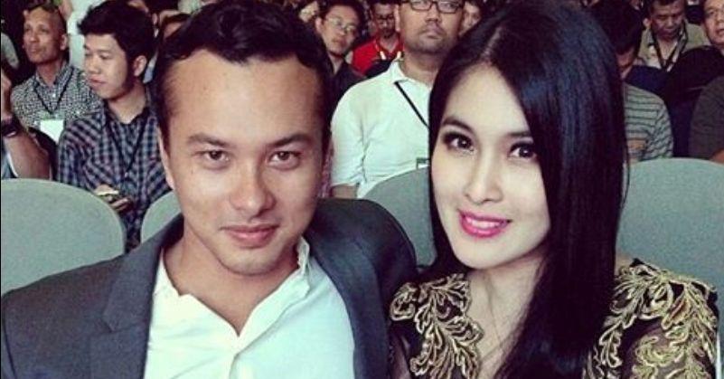 Fans Baper Lihat Nicholas Saputra Foto Bareng Sandra Dewi
