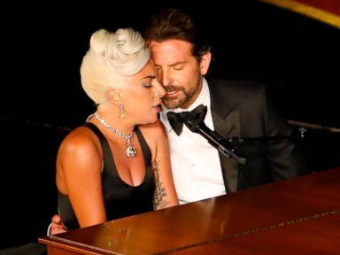 Lady Gaga Diduga Hamil, Siapa Ayahnya?