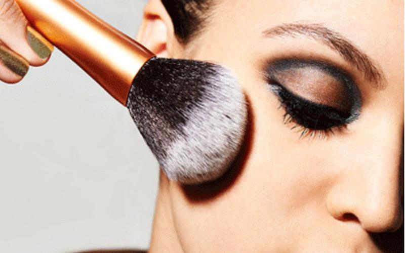Ini Waktu yang Tepat Buang Make-Up Anda