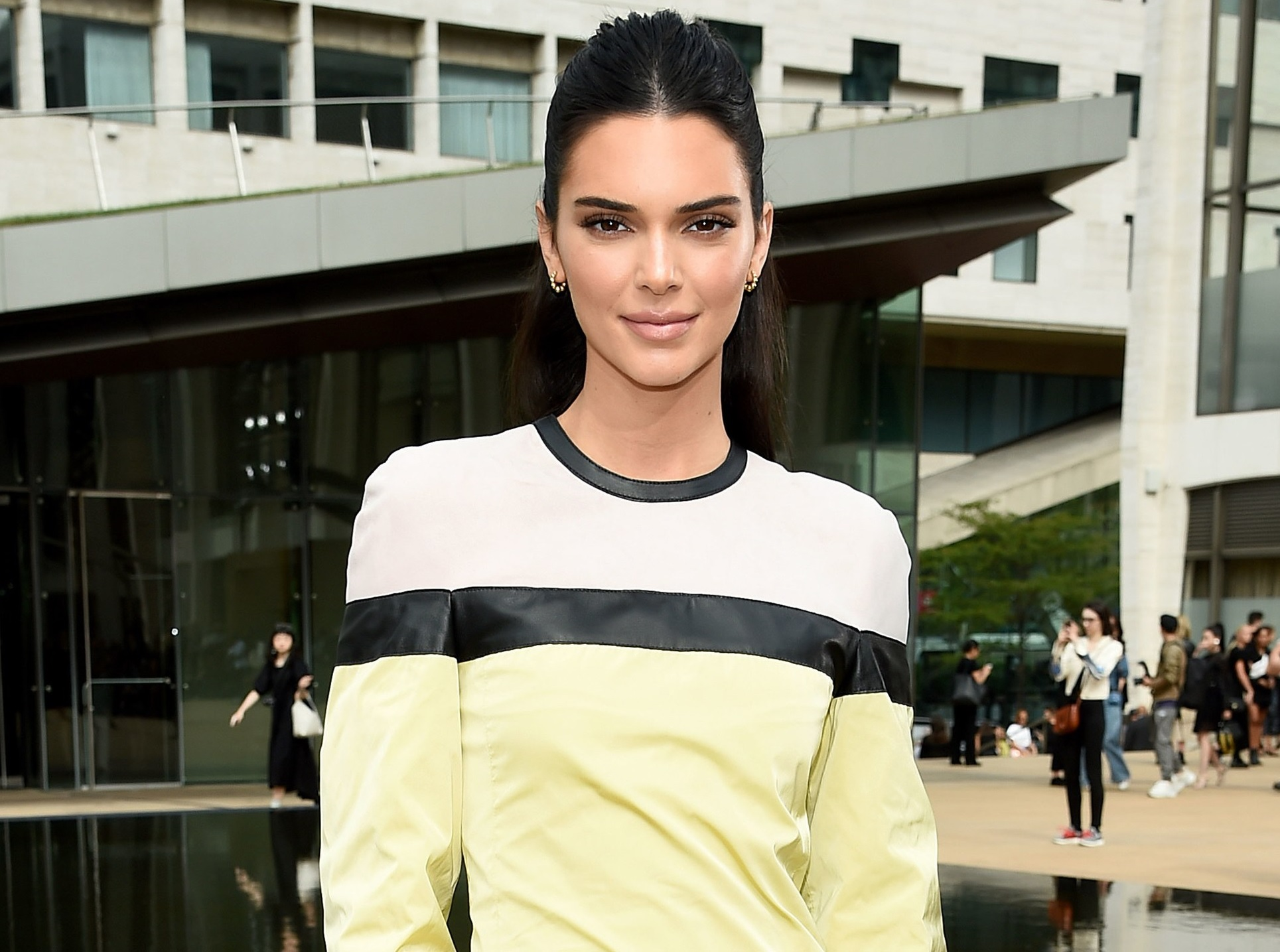 Kendall Jenner Absen Di New York Fashion Week