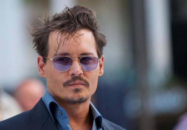 Johnny Depp Tak Merasa Keren saat di Hadapan Putrinya