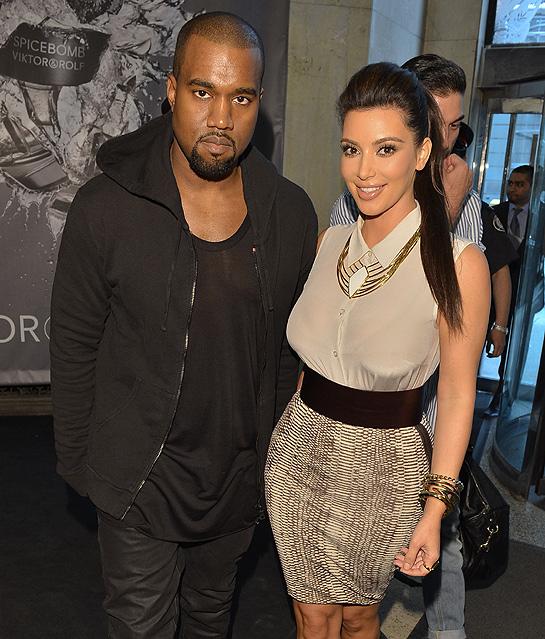 Kim Kardashian Resmi Pakai Nama Kanye West