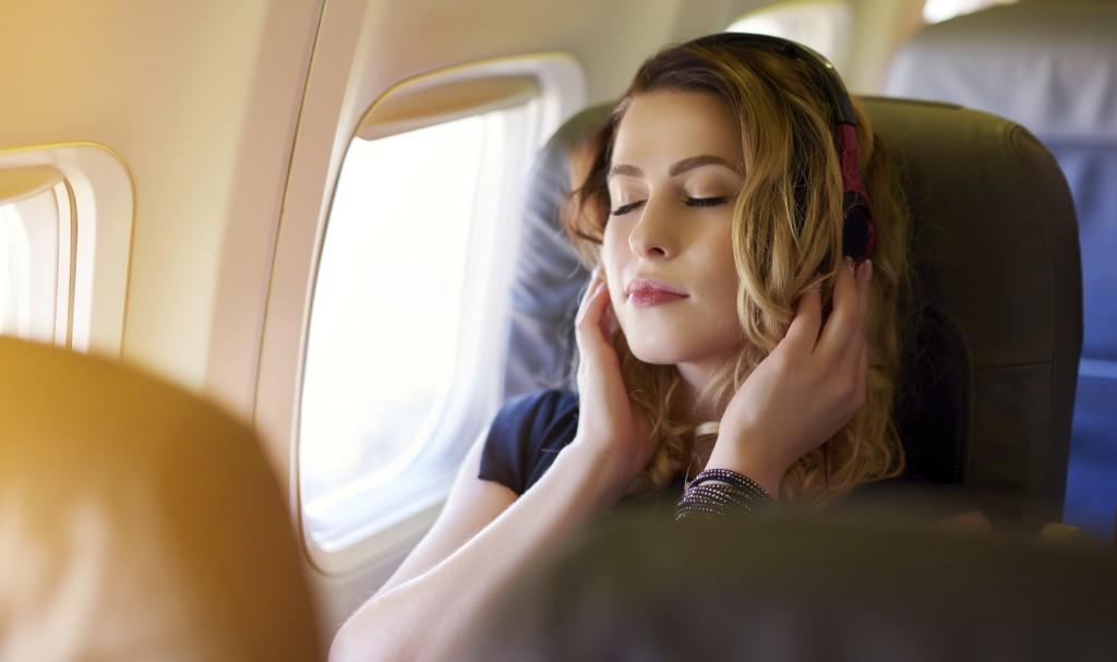 Dilarang Tidur Saat Pesawat Lepas Landas dan Mendarat