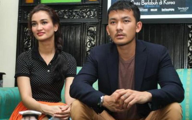 Rahasia Atiqah Hasiholan dan Rio Dewanto Tetap Mesra