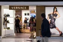 Givenchy dan Coach Ikut Minta Maaf Pada China