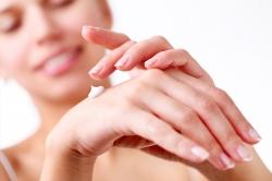 Tangan Halus dan Lembut dengan 3 Tips Perawatan Berikut