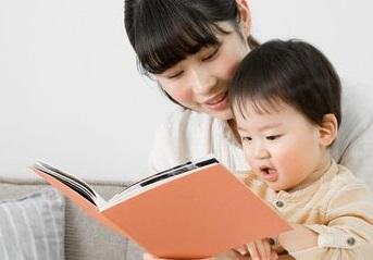 Ternyata Membacakan Buku Pada Bayi Punya Banyak Manfaat