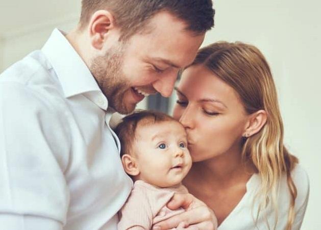 Pasangan Menikah Lebih Bahagia Jika Membagi Peran Ini Secara Adil
