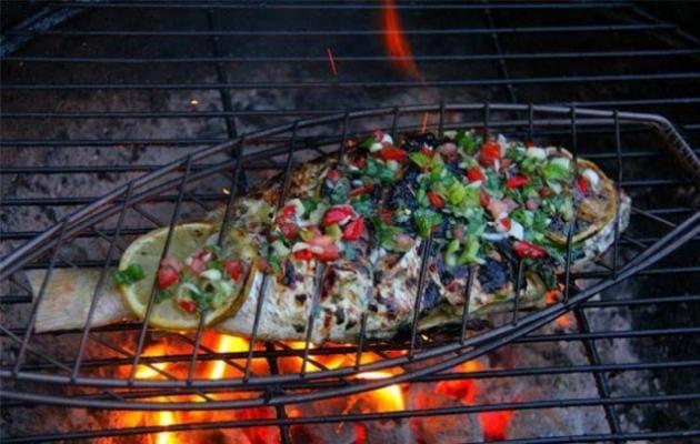 Memanggang Ikan Tapi Dagingnya Lengket? Berikut Tipsnya!