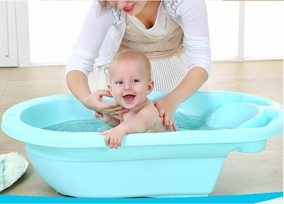 Manfaat Memandikan Bayi