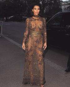 Seksinya Kim Kardashian Pamer Hasil Diet
