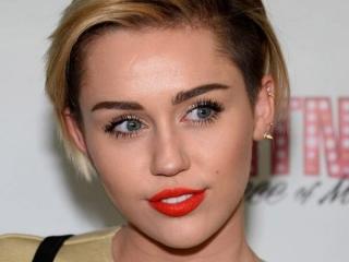 Miley Cyrus Ajak Gelandangan Tinggal Serumah