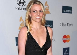 Diselingkuhi, Britney Spears