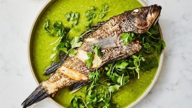Cara Mudah Membersihkan Sisik dan Bau Amis Ikan