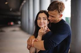 Tanda-Tanda Pasangan Kangen Saat Anda Jauh Darinya