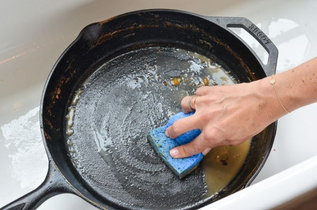 Tips Bersihkan Wajan Teflon Agar Tak Tergores