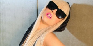 Lady Gaga Ingin Menikah di Luar Angkasa