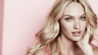 Supermodel Candice Swanepoel Jatuh Tersungkur di Runway Givenchy