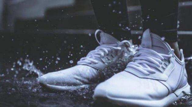 Musim Hujan? Gunakan Berbagai Jenis Sepatu Tahan Air ini agar tetap Tampil Keren!