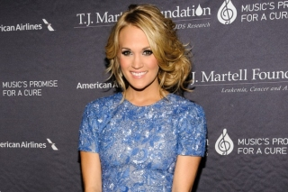 Carrie Underwood Masih Tak Percaya Dihamili Suami