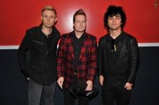 Ketika Personel Green Day Siapkan Sendiri Alat Band