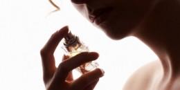 Ini Manfaat Semprot Parfum ke Tubuh