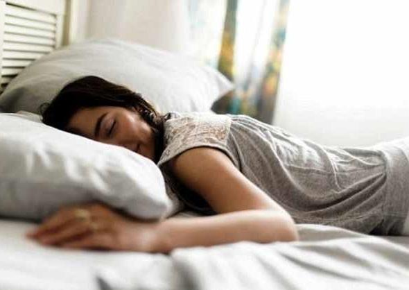 Tidur Tengkurap Ternyata Memberikan Dampak Buruk Untuk Kesehatan!