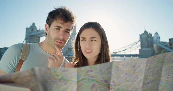 8 Penyebab Suami Istri Sering Bertengkar Saat Traveling
