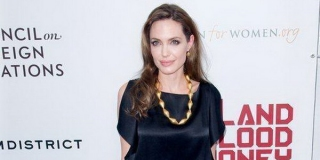 Skandal Masa Lalunya Dibuka, Angelina Jolie Siapkan Gugatan