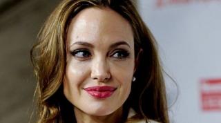 Angelina Jolie Beli Villa di Turki