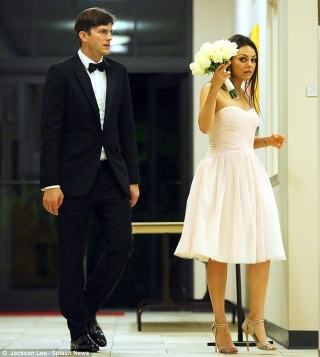 Ashton Kutcher dan Mila Kunis Diam-Diam Melangsungkan Pernikahan