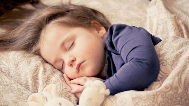 Tips Mengajari Si Kecil Untuk Berani Tidur Sendiri