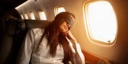 Begini Tidur Enak di Pesawat