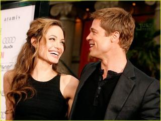 Brad Pitt & Angelina Jolie Resepsi di Empat Tempat