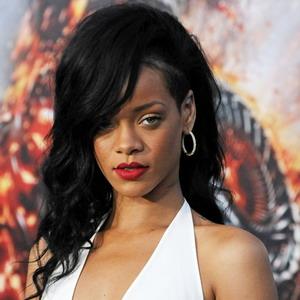 Rihanna Tak Sabar Diajak Drake Kumpul Kebo
